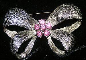 Large-2-3-4-Silvertone-Bowtie-Pink-Rhinestone-Pin-Brooch