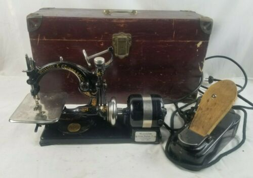Antique Wilcox & Gibbs Automatic Sewing Machine w/ Foot Pedal & Wooden Case