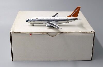 - South African Airlines B737-200 Scale 1:200 Reg: ZS-SBM IF732008 White Box only!