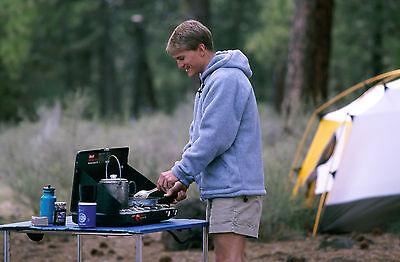 Mehrflammige Campingkocher für leckere Gerichte in der freien Natur (Foto: Thinkstock)