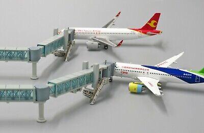 1:400 Airport Passenger Bridge  (737) *Not including the aircraft model*  LH4135