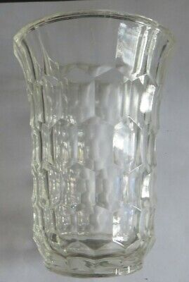 Petit vase ciselé « Val Saint Lambert Belgium » POIDS : 353 g HAUTEUR : 12,2 cm