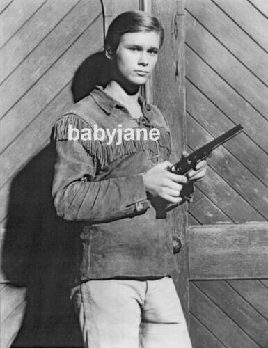 001 BRANDON DE WILDE TEENAGER W/ A GUN PHOTO