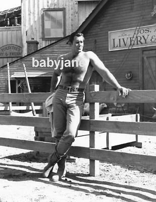047 CLINT WALKER HAIRY BARECHESTED CANDID ON SET BEEFCAKE PHOTO