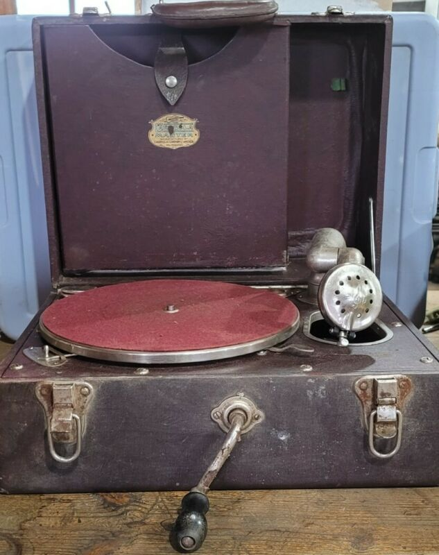 Working Vintage Portable Carryola Master Phonograph Crank Antique