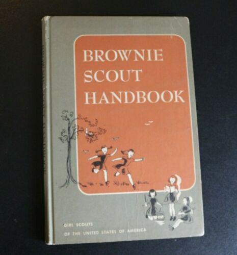 Vtg Brownie Girl Scout Handbook 1962 60s Badges Awards Music Dancing    -BB !