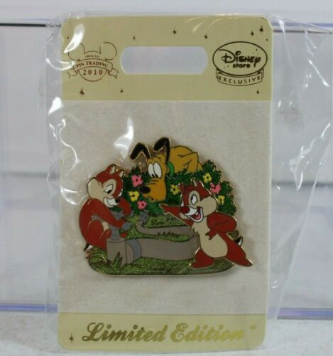 B5 Disney Store UK Europe Pin LE 200 Chip & Dale with Pluto Water Hose