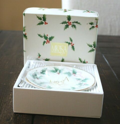 """Mikasa RIBBON HOLLY 4 BREAD PLATES Berries Gold Edging 6-5/8"""" NEW IN BOX"""