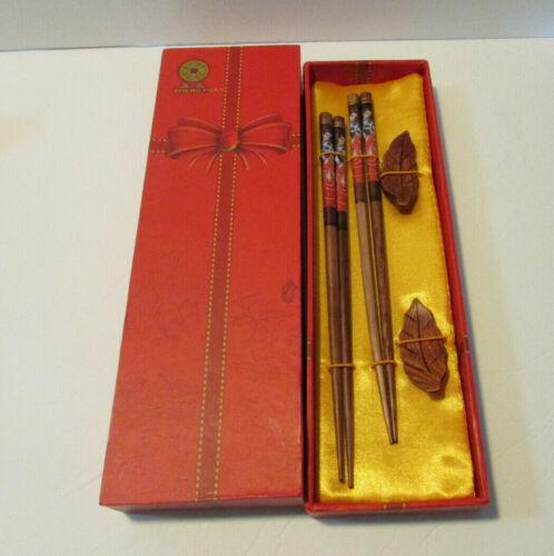 set of 2 chopsticks woman design with leaf rest