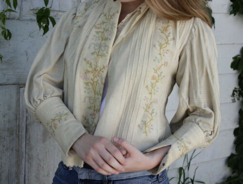 Victorian Antique Pale Wool French bodice womans victorian jacket w/ embroidery