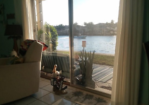 Intracoastal 2 bed 2 bath Waterfront Condo (bord de l'eau)