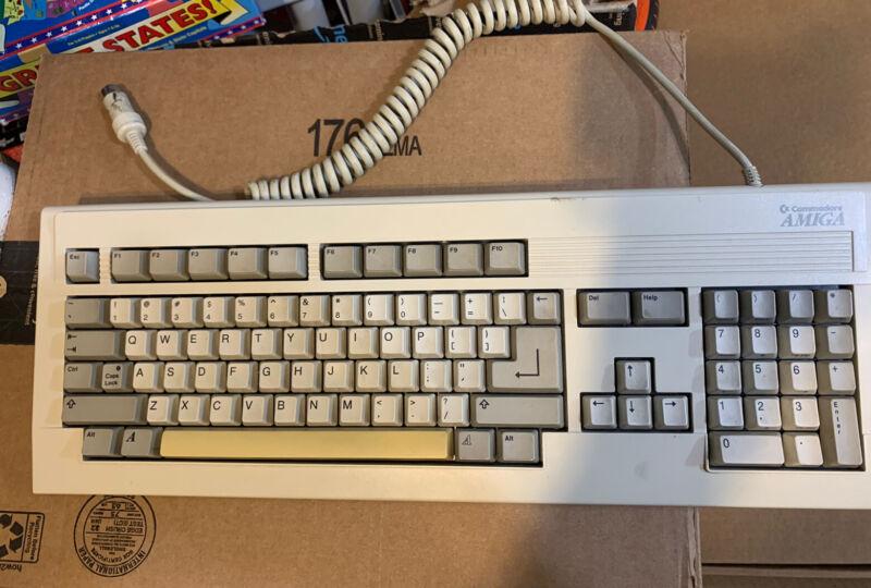 Commodore Amiga 2000 3000 Keyboard,, Tested