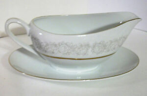 QUEENS-BROCADE-Fine-China-Japan-GRAVY-BOAT-Attached-Underplate-White-Roses-Gray
