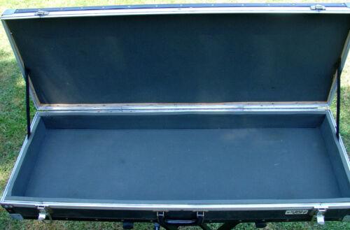 HYBRID Keyboard flight case 40 1/4 x 13 x 4 1/2 interior measurements Exellent
