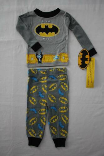 NEW Boys 2 piece Pajamas Set 12 Month Shirt Top Pants Batman