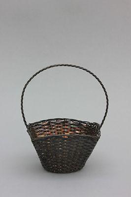 Kleines silbernes Henkelkörbchen, Flechtarbeit