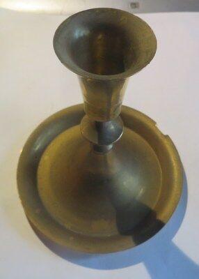 Bougeoir base modèle balustre sur large pied rond, en laiton – très oxydé    tra