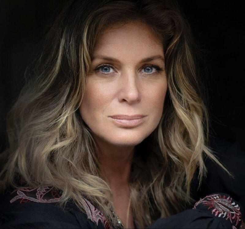 Rachel Hunter - Very Beautiful Headshot !!!