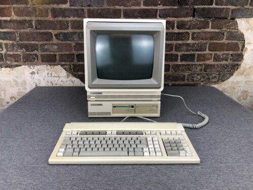 Hewlett Packard HP 150 Touchscreen II Computer with Disk Drive & Keyboard