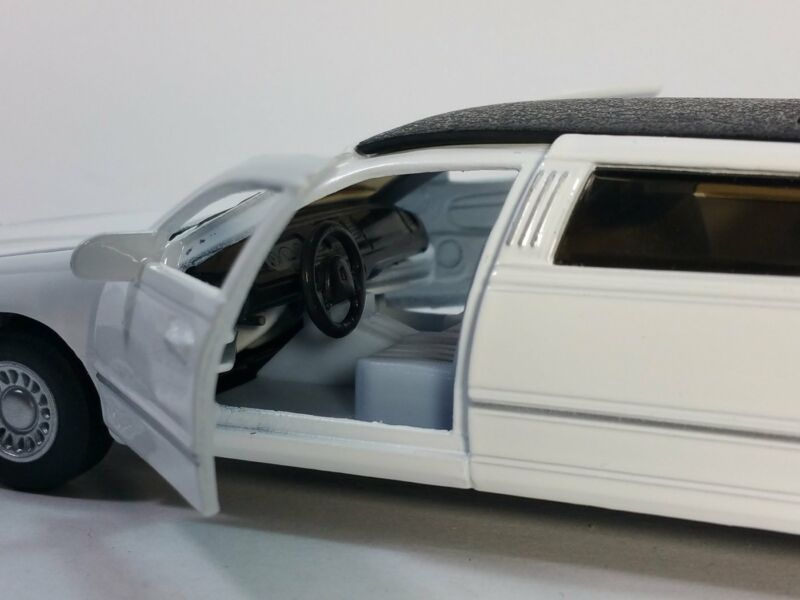 Kinsmart 1999 Lincoln Town Car Stretch Limousine Limo 1 38 Diecast