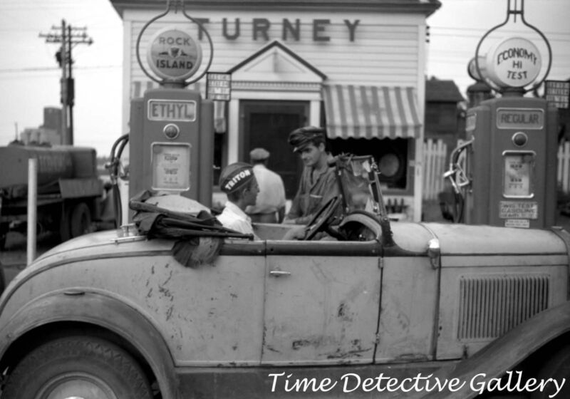 Turney Gas Station, Superior, Wisconsin - 1941 - Historic Photo Print