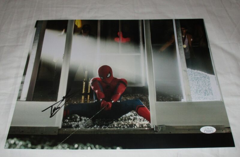 TOM HOLLAND SIGNED SPIDER-MAN HOMECOMING 11X14 PHOTO JSA