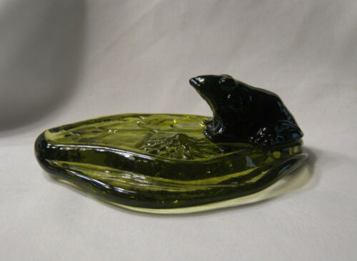 Vintage Amethyst Glass Frog On Green Lily Pad Figurine Paperweight Unbranded