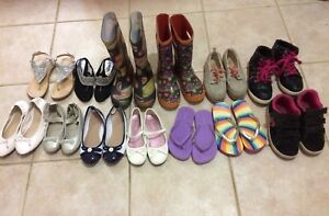 13 pairs of girls shoes all for only 25$