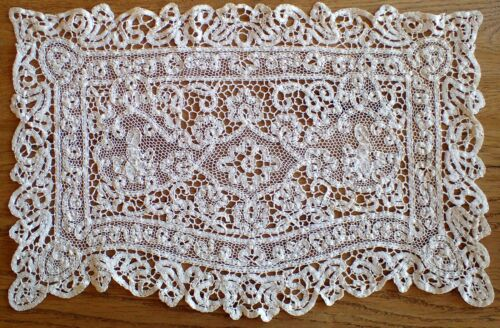 "SUPERB 15"" Antique Vtg Linen Italian Hand Made Bobbin Work Lace Figural Doily"