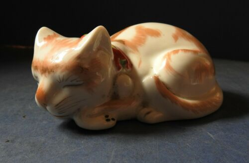 JAPANESE PORCELAIN FIGURE OF A SLEEPING CAT - EARLY 20TH CENTURY