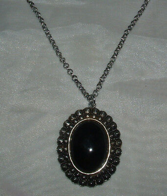 SILVER TONE NECKLACE OVAL FAUX ONYX PENDANT.