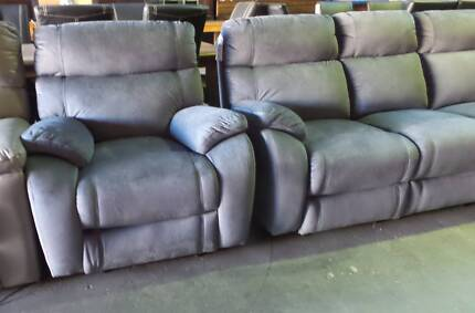 3 SEATER ELECTRIC RECLINERS + 2 SINGLE ELECTRIC RECLINERS IN GREY