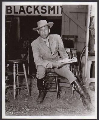 JOSEPH COTTEN w. script DUEL IN THE SUN 1946 VINT ORIG PHOTO behind the scenes