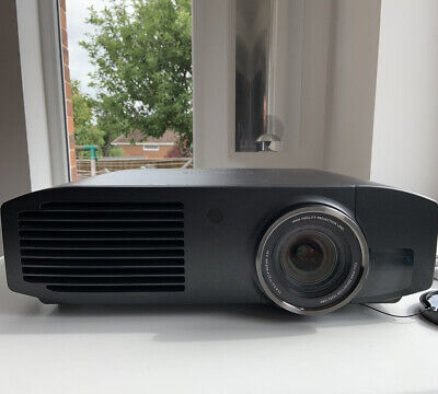 Panasonic PT-AT5000 Projector with 3d Glass, remote and original Box Excellent