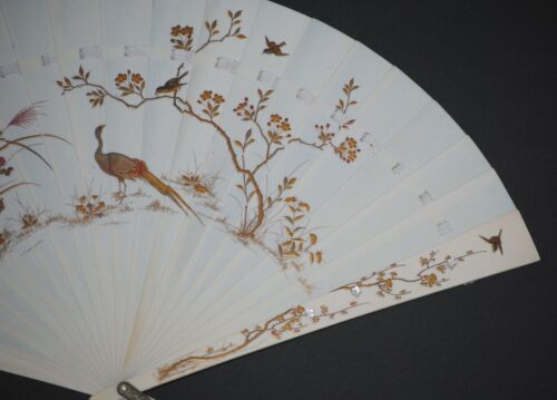 EXQUISITE ANTIQUE JAPANESE SHIBAYAMA GOLD LACQUER MOTHER OF PEARL BRISE FAN