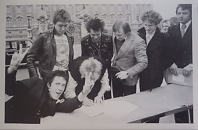 VINTAGE POSTER~Sex Pistols B/W 1977 Johnny Rotten Paul Cook Sid Vicious Signing~