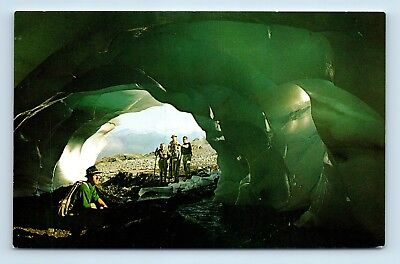 MT RAINIER, WA - SCENIC VIEW OF HIKERS IN ICE CAVE - Vintage Postcard - W
