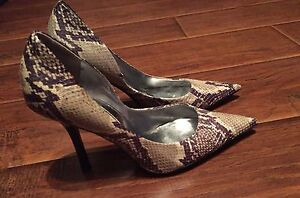 Guess Brown snake skin pointy toe stiletto shoes Sz 7