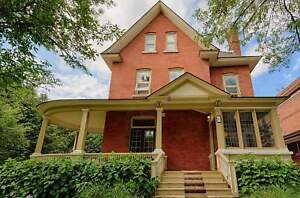 SANDY HILL - LARGE 1 BED W/ DECK - OCT 1ST