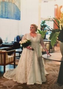 Plus Size 22 Wedding Bridal Gown & Embroidered Lace Designer Coat Brisbane City Brisbane North West Preview