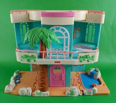 Fisher Price Loving Family Sweet Streets Beach House 2000 folding playset