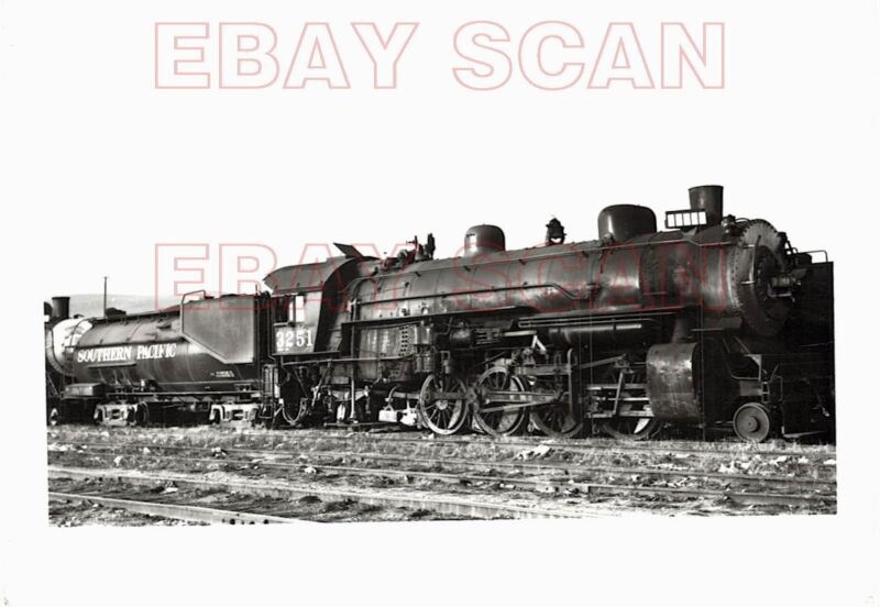 8H193 RP 1950s/60s SOUTHERN PACIFIC RAILROAD 2-8-2 ENGINE #3251