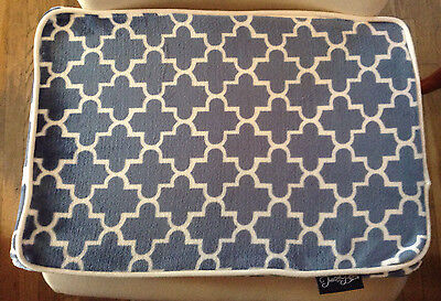 NWT DOG  FOAM BED PAD IN BLUE & WHITE DESIGNER LATTICE PRINT WITH ZIPPER - SMALL