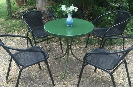 OUTDOOR  4  CHAIRS  AND  TABLE  IN  GOOD  CONDITION