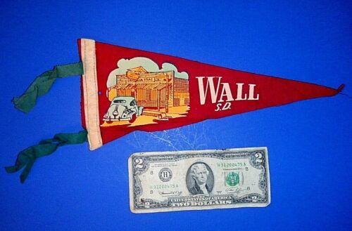 """Small Vintage """"WALL / S.D."""" South Dakota Souvenir Felt Pennant - 11"""""""