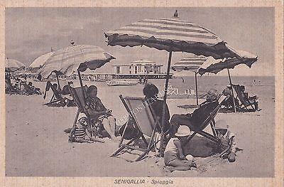 SENIGALLIA - Spiaggia - bambini e nonni sotto gli ombrelloni 1935