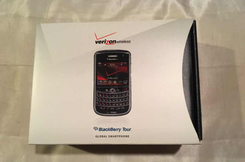 BlackBerry Tour Box with Travel Charger, Holster Case, Headset, Disc, User Guide