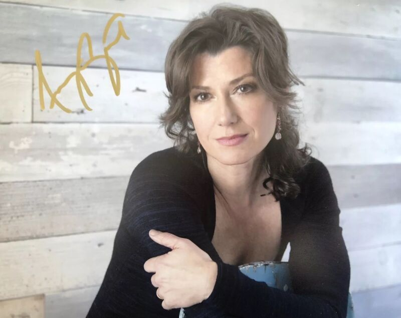 AMY GRANT HAND SIGNED 8x10 PHOTO SINGER AUTOGRAPHED RARE AUTHENTIC