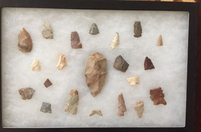 22 Arrowhead & Tool Relics From Midwest & Southwest Camp Sites In Frame Sn1124