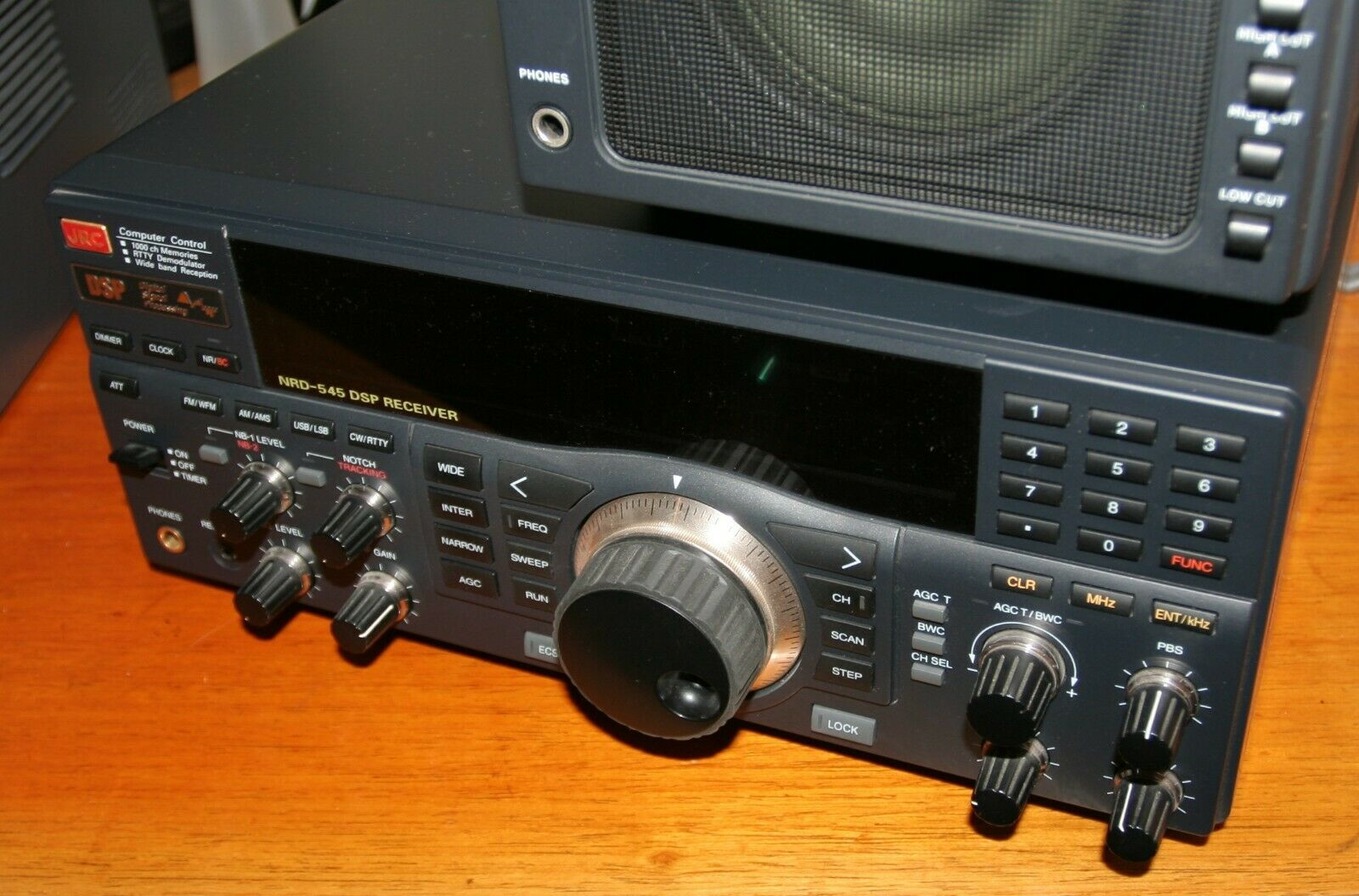 JRC Weltempfänger NRD 545 DSP Receiver + JRC NVA 319 Speaker Unit